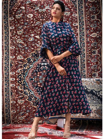 https://static1.cilory.com/404227-thickbox_default/psyna-front-slit-printed-kurti-with-belt.jpg